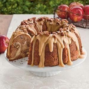 Apple, сливочный сыр торт Bundt    Этот вкусный яблочный пирог Bundt располагает сладкой начинкой сыр и самодельный пралине глазурью.  Гарнир глазурь с дополнительными жареных орехов пекан.     SouthernLiving.com по Жаклин