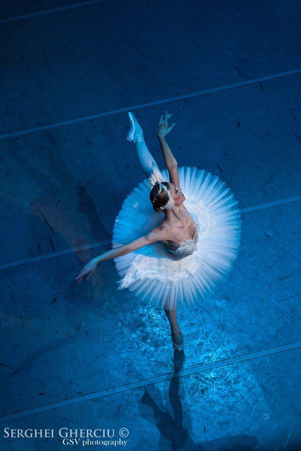 Zuzana Drapalikova is bikram yoga teacher, participant of European Yoga Sport cup 2015 and representative of Siluet Yoga wear... AND...  great czech ballerina... she loves dance, sport and Siluet Yoga Wear... Read about her ballet and bikram yoga career...  #siluetyogawear #madewithloveforyou