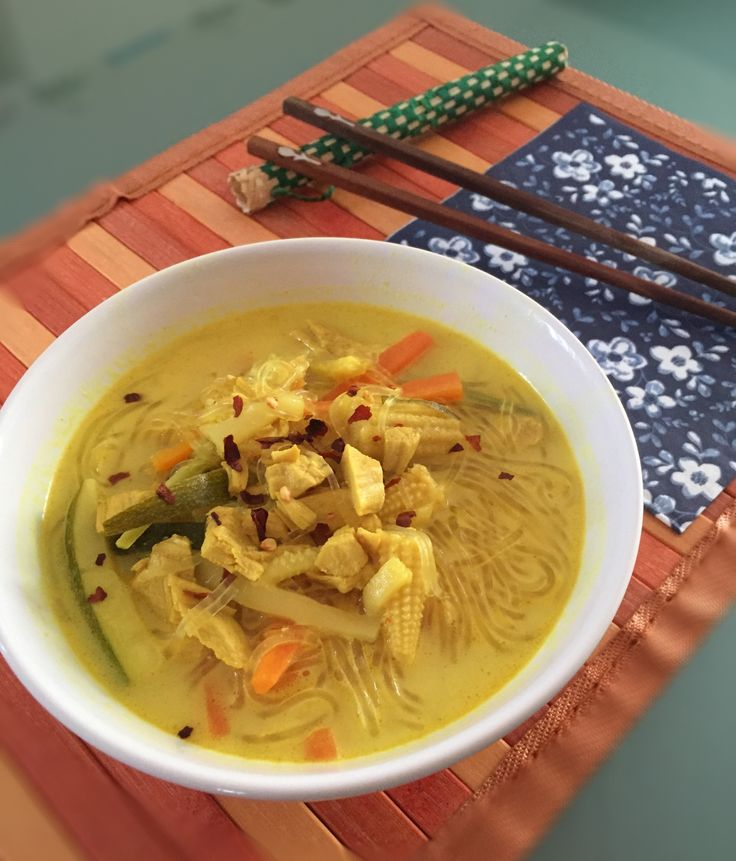 La cucina Tailandese è un trionfo di spezie ed erbe aromatiche. La mia amica Nigella Lawson prepara spesso queste squisite zuppe con 1001 ingredienti, e così ho voluto provare. Il risultato è stato strabiliante, mi aspettavo un sapore forte ed…