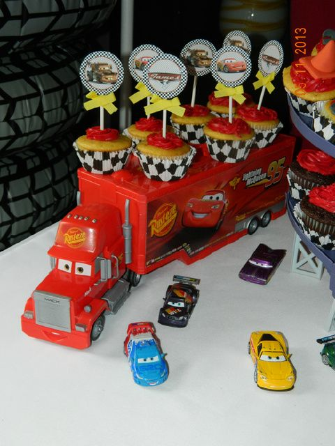 "Photo 1 of 30: Disney Cars 2 / Birthday ""J's Cars Party"" | Catch My Party  ---Para los vasitos de gelatina"