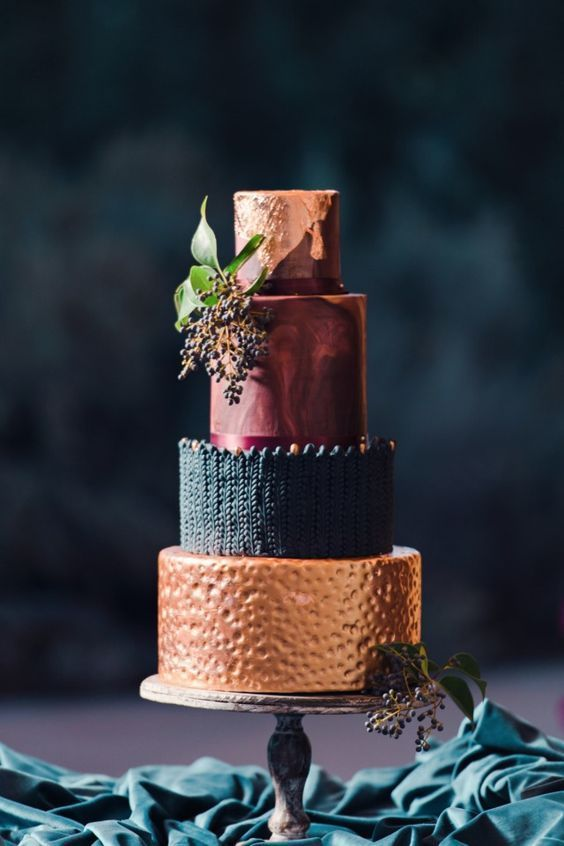 Most Popular Wedding Cakes You Will Love to Incorporate Into Your Big Day--Metallic cake, vintage dark accents wedding ideas, fall or winter weddings #weddingcakes