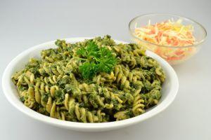Vollkorn-Spirelli mit Spinat + Pesto Gevonese | Cateringgerichte für Kinder