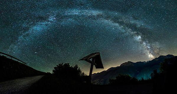 Hier gibt's eine Anleitung wie du die Milchstraße am besten fotografierst.