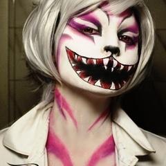 no se si me encanta o me da miedo, la verdad, todo un curre de maquillaje...