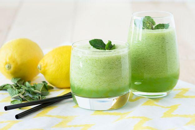 Γρανίτα λεμόνι με άρωμα δυόσμου για τις καυτές ημέρες του καλοκαιριού - http://ipop.gr/sintages/glika/granita-lemoni-aroma-dyosmou-gia-tis-kaftes-imeres-tou-kalokeriou/