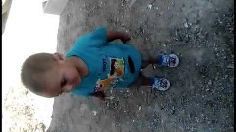 cool Videos de bebes bailando de risa: Bruno Mars- bebe bailando canción.
