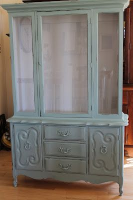Awesome post about making your own chalk paint to use on furniture! Can't wait to try
