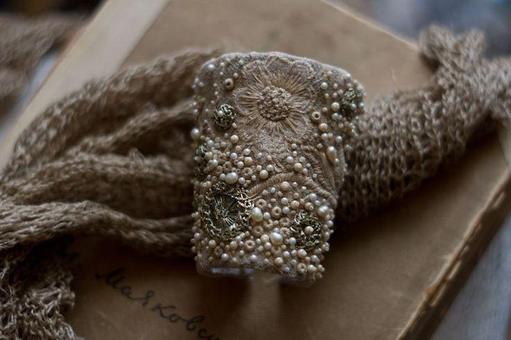 Купить Текстильный браслет манжета в стиле бохо с вышивкой (отложено) - бежевый, экрю, айвори, кремовый