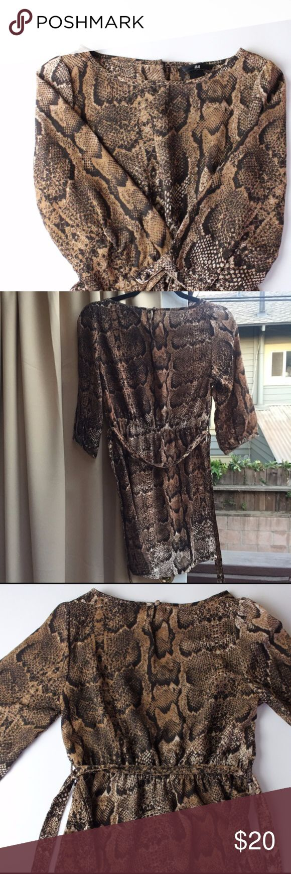 5/$25 SALE! H&M Snake Print Belted Dress Cute brown snake print dress with belt. No damage! Keyhole back. H&M Dresses