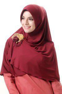 Azka Hijab B02 - Marun Rp. 79.000   Bahan : Spandex.  Variasi : Bergo panjang model belah depan, Dengan sisi kanan depan lebih pendek dari yang kiri sehingga mudah di kreasikan sesuai selera. Cocok digunakan untuk acara santai maupun formal stylish dan tetap syar'i, TIDAK TERMASUK BROS.  Ukuran : Menutup Perut (panjang dari dagu sampai bawah 65 cm.) Informasi & Pemesanan: sms/wa 0823 2838 4495 / 0888 683 2410  Temukan koleksi kami lainnya di www.butikkhalila.com