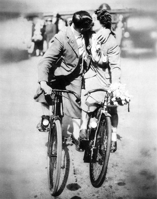Romantic #cyclists, 1938                                                #vintagebikes #vintagecycling