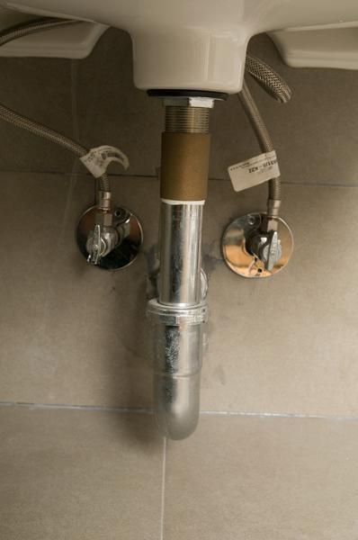 How to Free Stuck Plumbing Valves