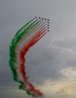 Air Show Frecce Tricolori (Pattuglia Nazionale Acrobatica) in Bellaria-Igea Marina. So cool!!