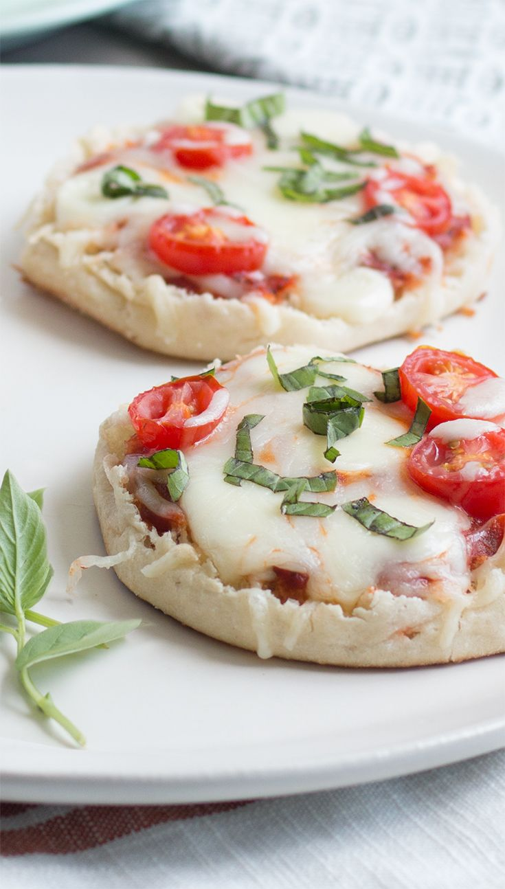 Margherita Pizza English Muffin: Thomas' English Muffin pizzas may just be the perfect after-school – or anytime – snack! So fast and easy to prepare. And so satisfying, too. Especially this vegetarian version with pizza sauce, fresh basil, sliced tomatoes and plenty of  Mozzarella.