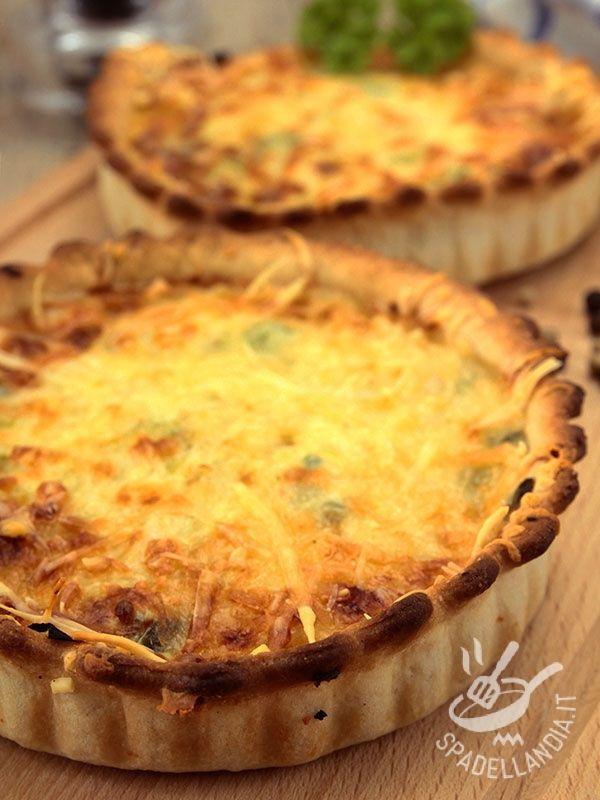 Salted leek and cheese tart - Torta salata di porri e Montasio: una preparazione davvero gustosissima, da preparare per tutta la famiglia o per un buffet. Per un brunch o una festa!