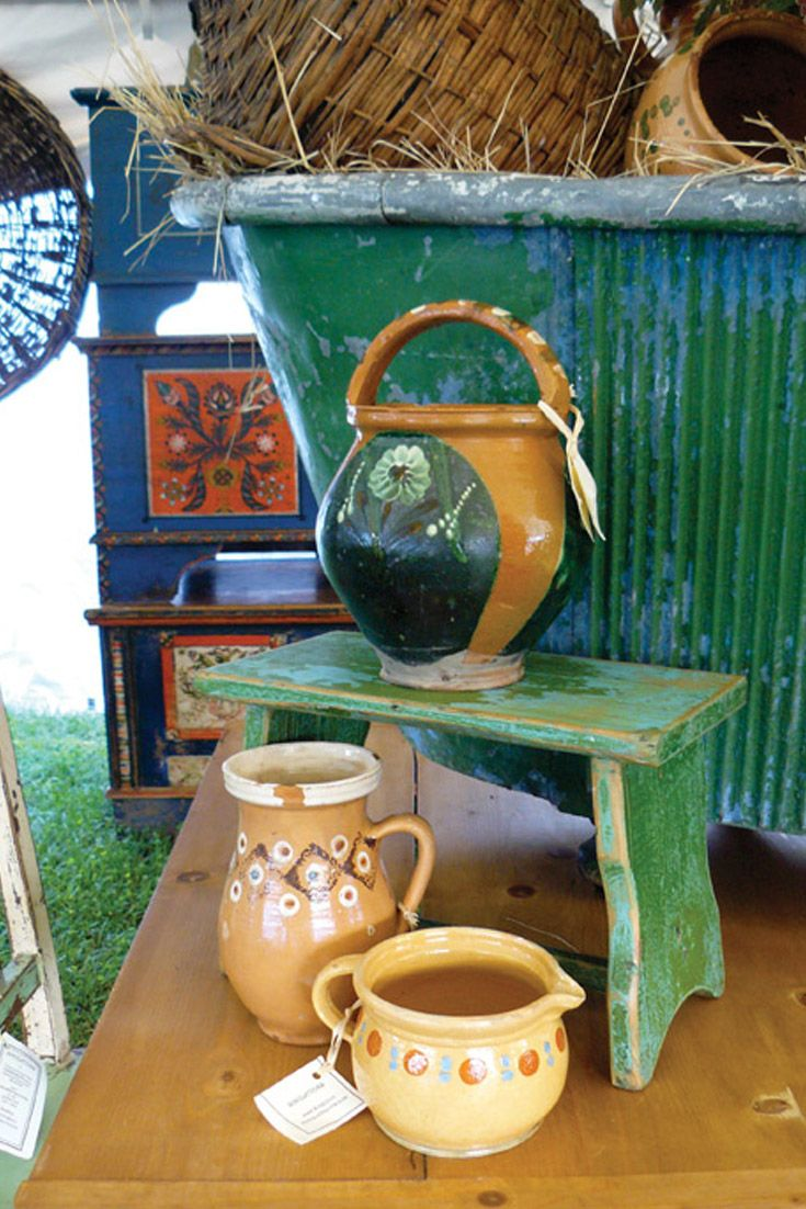 One of the best outdoor antiques and collectibles shows in the country, this flea market extraordinaire in Brimfield, Massachusetts, known as Brimfield Antiques Show.