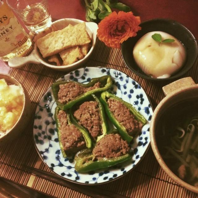 4/14晩ごはん ピーマンの肉詰め、もやしとニラの鶏ガラスープ、ピーナッツ豆腐、イカ天(市販)、山かけごはん  トリスハニーと。 - 113件のもぐもぐ - ピーマンの肉詰め定食 by mintlitchi00