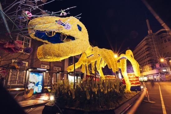 Bloemencorso van de Bollenstreek is een optocht van zo'n twintig praalwagens en wel meer dan dertig rijk met bloemen versierde luxe en bijzondere wagens.   Thema 2017 Bloemencorso Bollenstreek: Dutch Design