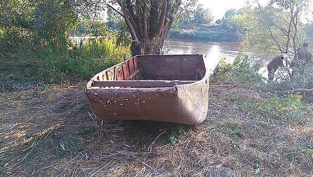 Niski poziom Sanu odsłonił łódź z czasów I wojny światowej z bronią [ZDJĘCIA]