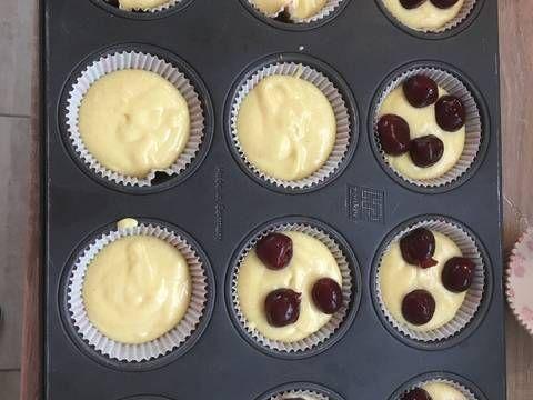 Mennyei Meggyes bögrés muffin recept! Vettem a piacon meggyet, piskótát akartam csinálni, de ez lett. Kicsit kreatívkodtam, de nem bántam meg! Isteni!