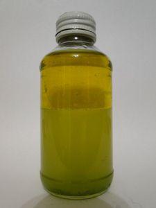 Двухфазная жидкость для снятия макияжа с глаз: оливковое масло сок алоэ минеральная вода