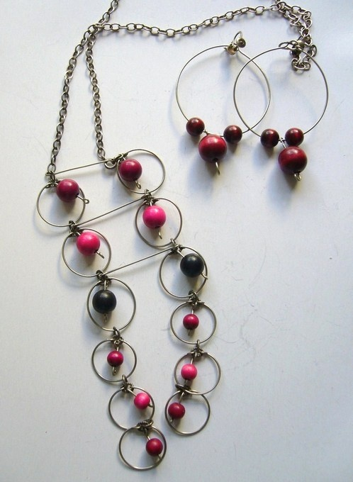 Vintage Aarikka(?) red wooden bead necklace and earrings set