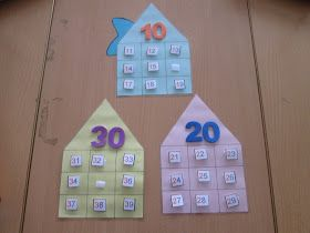 Hoy os muestro el siguiente juego, el cual utilizo para trabajar con mis pequeñines la numeración, el número anterior y posterior y las dece...
