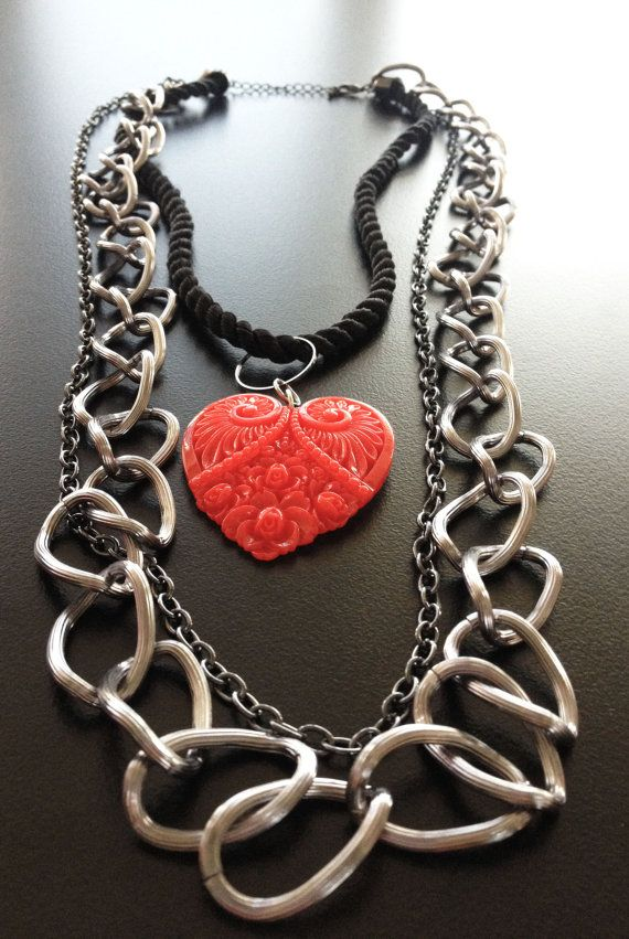 Handmade necklace with heart pendant resin by BYTWINS on Etsy, €40.00