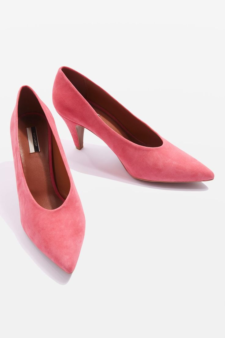 The ultimate office shoe, this smart pair of heeled courts comes with a v-cut and mid-heel, finished in soft pink leather.
