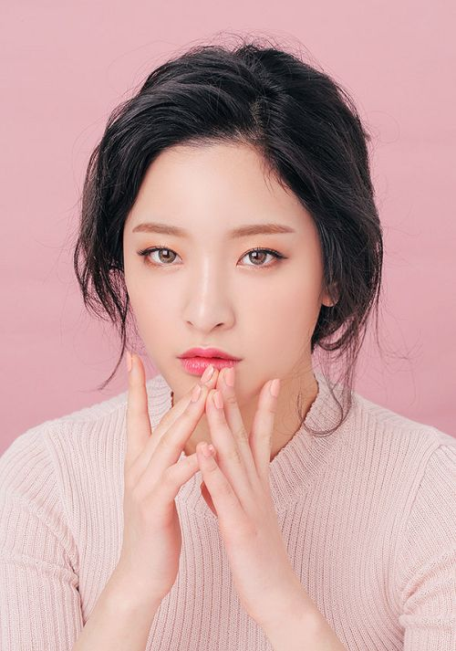 K beauty with winged eyeliner and pink blush and lips