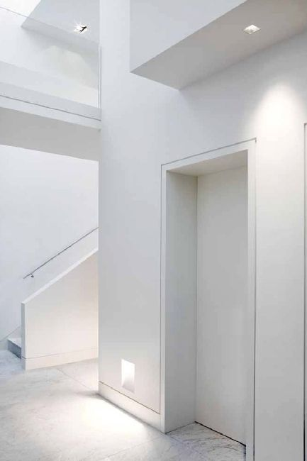 All white refined interior, soft indirect ambient lighting Side by Kreon  _