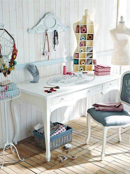 El taller de costura, maniquis hilos