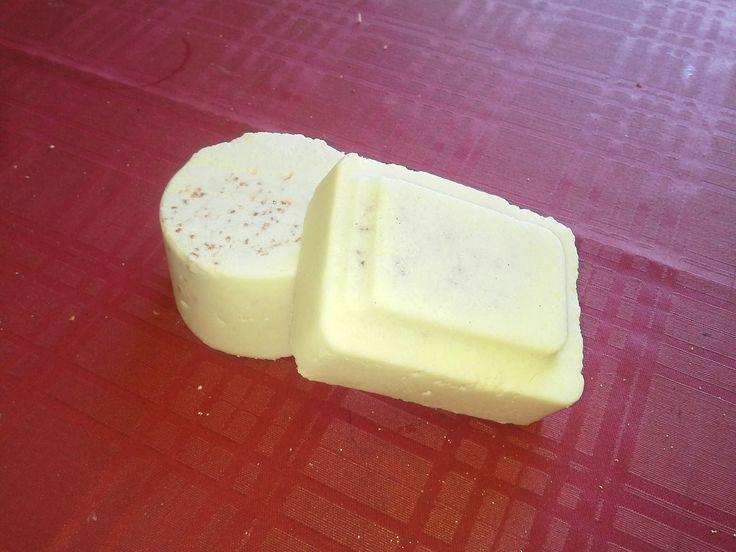 El jabón de sal ha sido llamado también jabón de balneario o jabón de spa y tiene dos características que chocan bastante si no estamos fa...