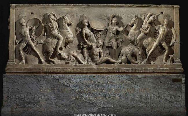 """Amazonların Anadolu 'daki yaşantılarını bize anlatanlardan ikisinin adı Halikarnas 'la ilişkilidir. Bunlardan ilki Halikarnas'lı Herodot 'tur. Tarihin babası olarak anılan ve sonradan Strabon'un da Amazonlardan söz ederken atıfta bulunduğu Herodot onların öyküsünden ilk bahsedenlerdendir. """"Amazonların ki İskitler bunlara oirpata derler Yunanca karşılığı erkek öldürenler demektir"""" der yazdığı tarihte."""