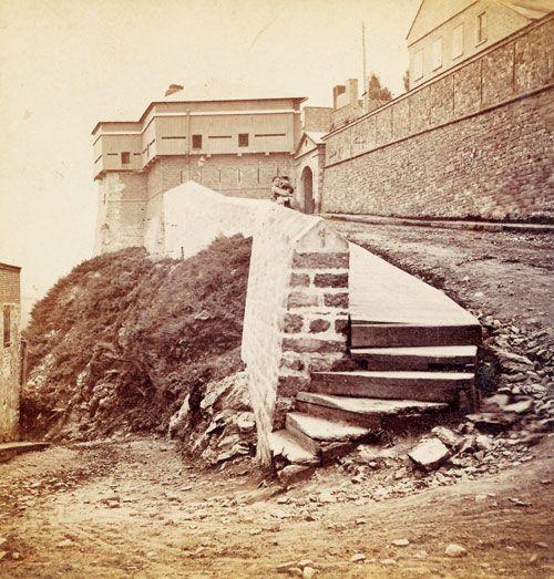 Côte de la Canoterie et la  porte Hope québec  il y a 150 ans