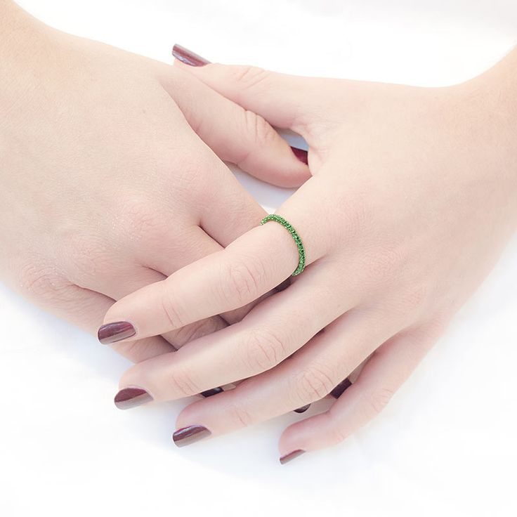 Margaux Bijoux's dazzling Green cataforesi & swarovski ring consists of brilliant green swarovsky crystals set on a green cataforesi and silver band. This bold and luminescent ring is perfect for a night out yet simple enough to be worn during the day. A truly special piece! (Silver/1.90)