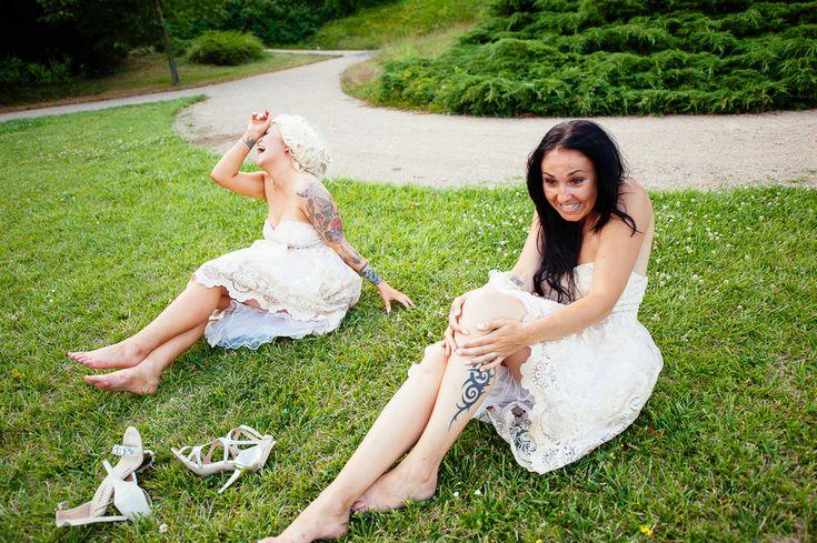 Chateau Liblice.Свадьба в Чехии. Свадебный фотограф в Чехии: веселые подружки невесты упустили воздушные шары