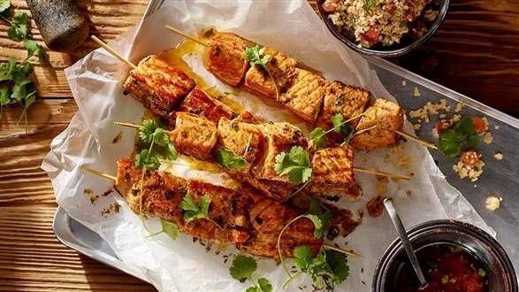 Szaszłyki z marynowanego łososia z libańskim tabbouleh