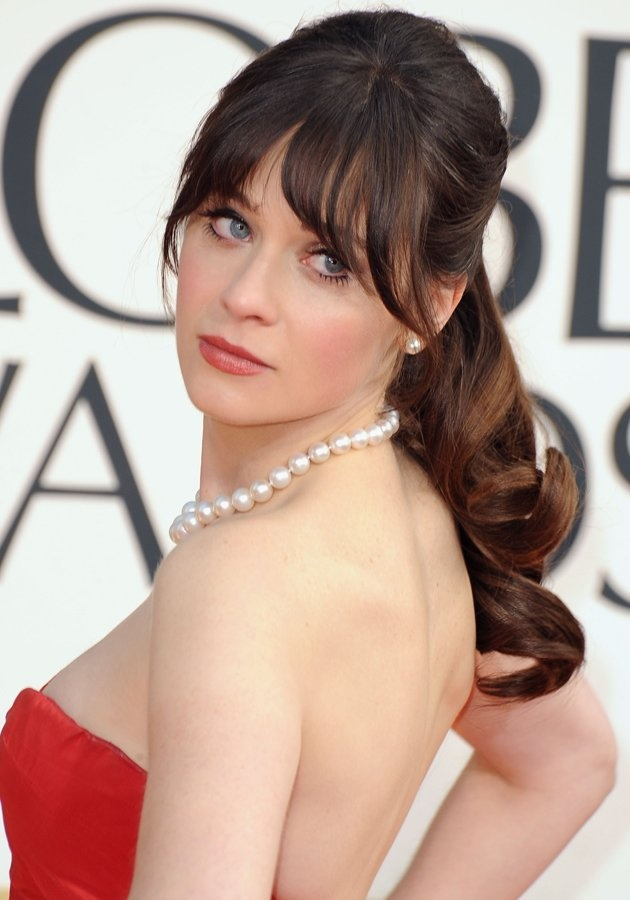 Golden Globes 2013: Zooey Deschael teamed her dreamy Oscar de la Renta ballgown with a chic tousled ponytail ©Getty
