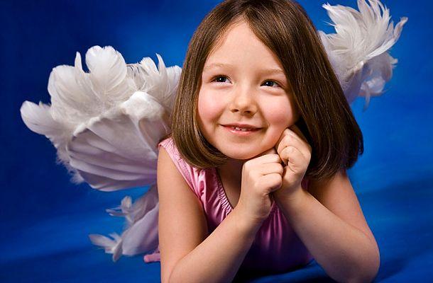 Melyik napon született a gyerek? Ez az angyal vigyáz rá élete során | femina.hu