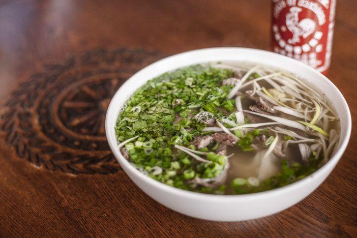 Az ázsiai levesek nem a kínaibüfés édes-savanyúnál kezdődnek és nem is a pho-nél végződnek. Az extrém hidegben pedig nagyon jól esnek. Milyen levest, hol érdemes enni?