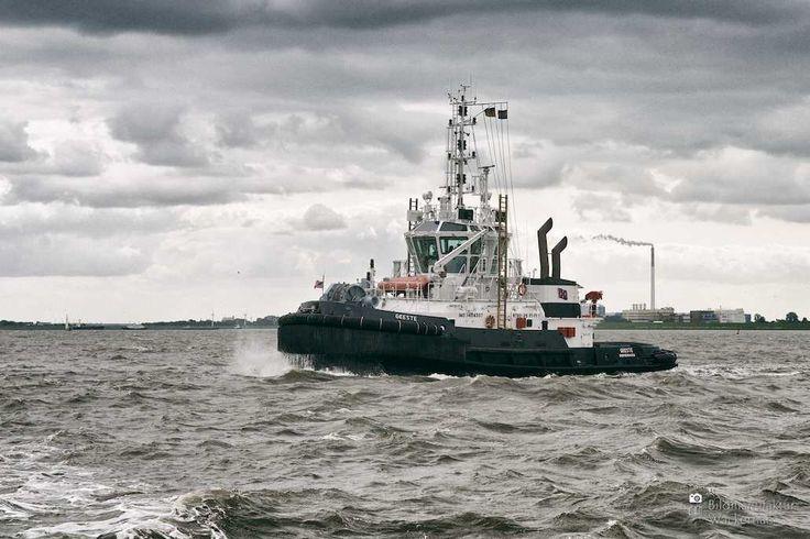 awesome Fotografie »Schlepper GEESTE auf Weser«,  #Hafenbilder