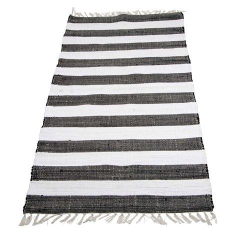Matta DUO svart/vit. 70x150 cm. Tvåfärgad trasmatta tillverkad av restmaterial från textilindustrin.
