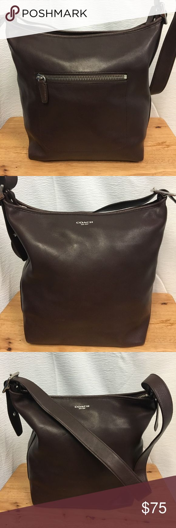 Coach Legacy Sholder bag Preowned in great condition. See pictures, to see the bottom of the bag! Coach Bags Shoulder Bags