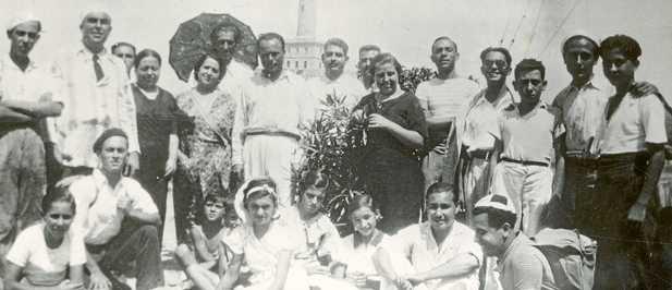 Miguel Hernández (quinto derecha) en una excursión a Cabo de Palos con miembros de la Universidad Popular (28 de agosto de 1935)