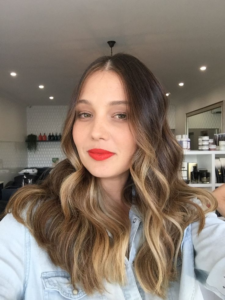 Brunette shades with hints of creamy Balayage