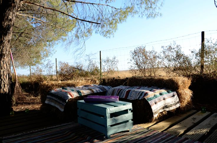 Made in Alentejo outdoor Lounge & Bar detail  www.facebook.com/MadeInAlentejo  #MadeInAlentejo #Glamping #Lounge #Outdoor #Bar #Hay #Straw #Bale #Fruit #Crate #Upcycling
