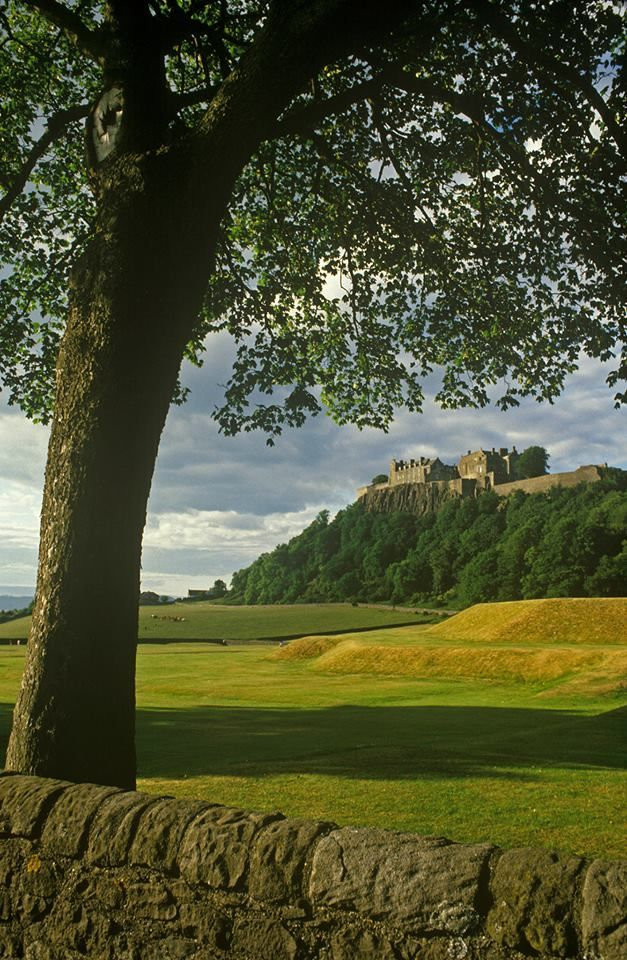 Stirling Castle, one of the grandest in Scotland. Lots of activities for kids too - check the website for up to date event listings! #adventure #families #daysout