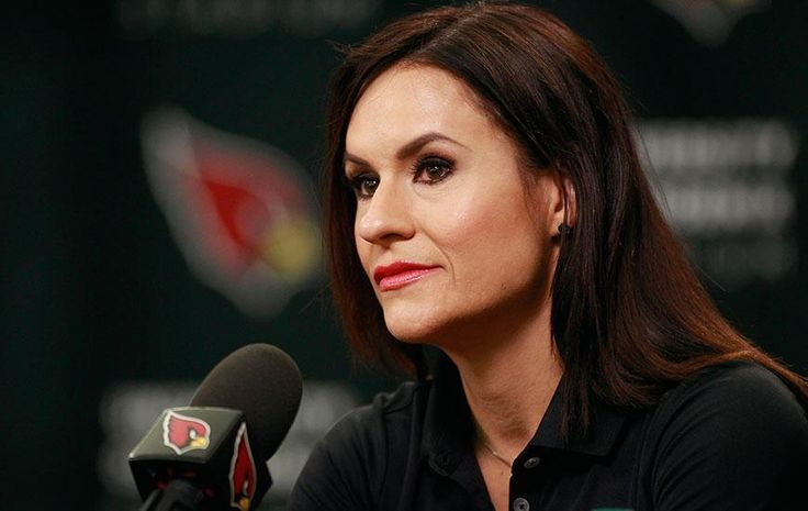 Jen Welter Just Became the First Female Coach in NFL History - SELF