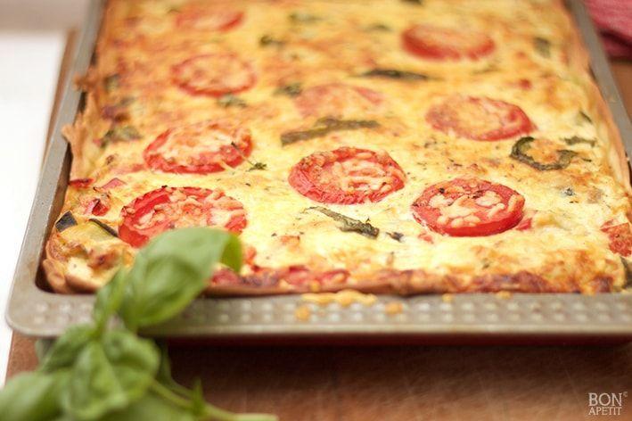 Een heerlijke vegetarisch quiche met paprika, courgette en tonijn. Heerlijk al lunchgerecht of als hoofdgerecht met een heerlijke salade.